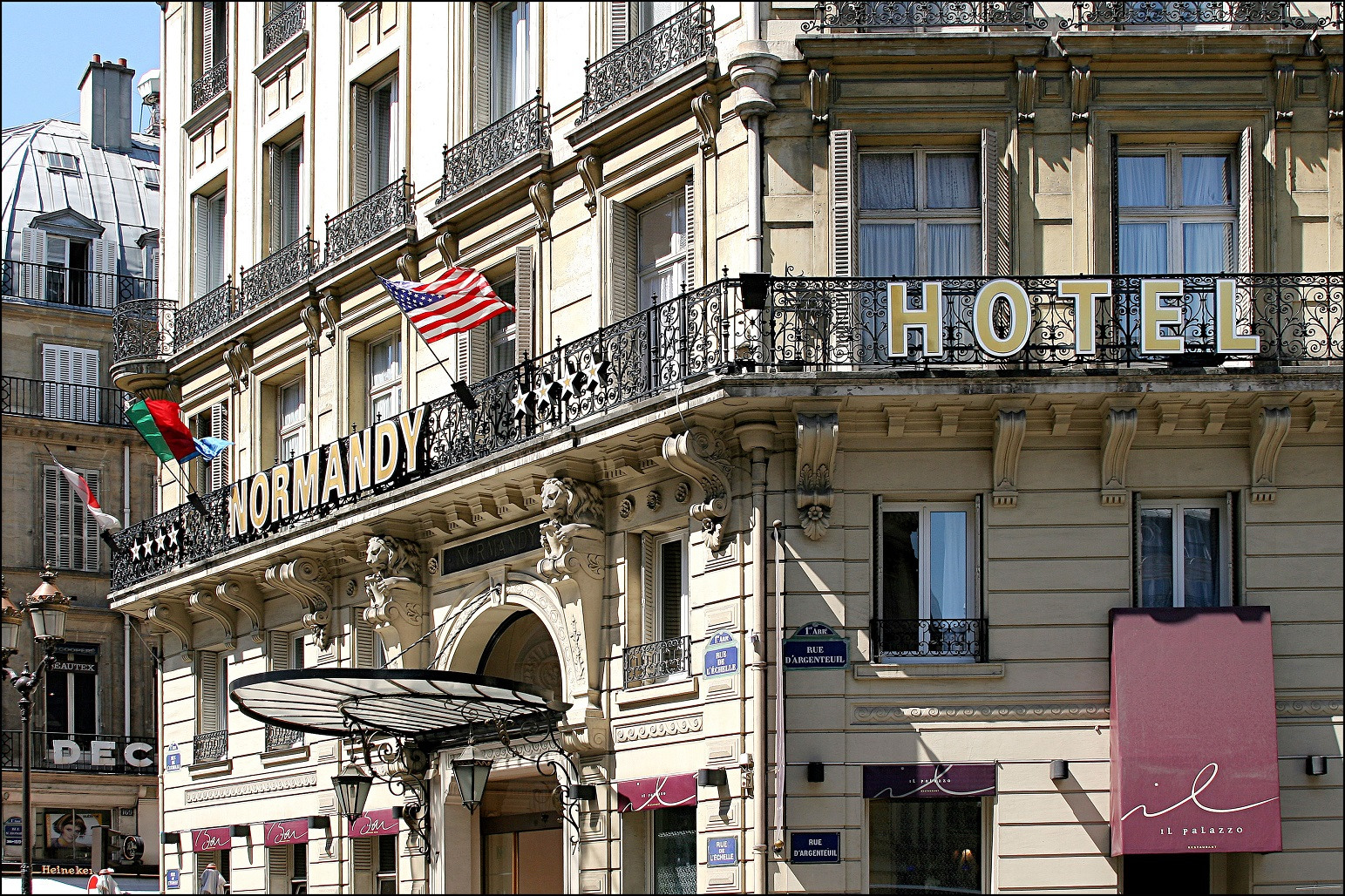 66/Facade/normandy-hotel-facade-paris-centre-quartier-luxe.JPG